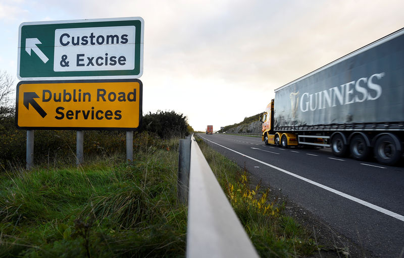 © Reuters. A Guinness truck passes a sign for Customs and Excise on a road near the border with Ireland near Kileen, Northern Ireland
