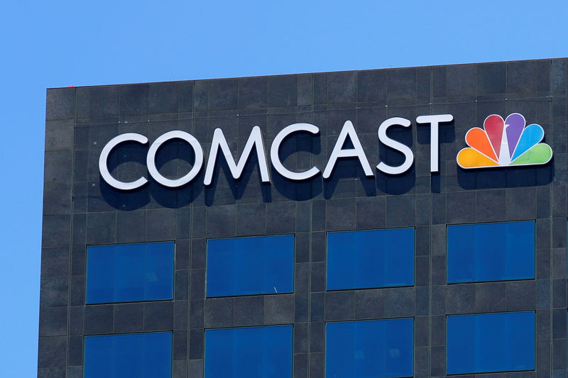 © Reuters. FILE PHOTO: The Comcast NBC logo is shown on a building in Los Angeles