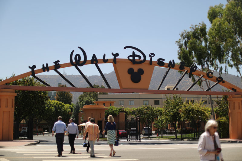 © Reuters. The entrance to Walt Disney studios is seen in Burbank