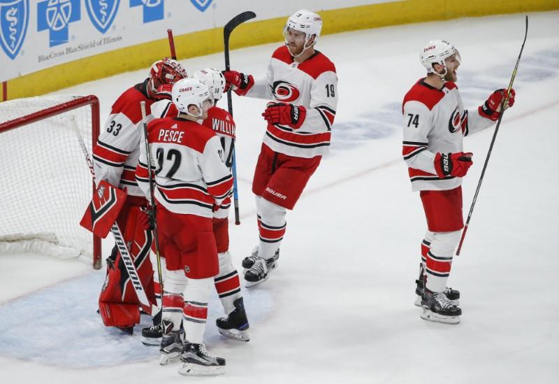 © Reuters. NHL: Carolina Hurricanes at Chicago Blackhawks