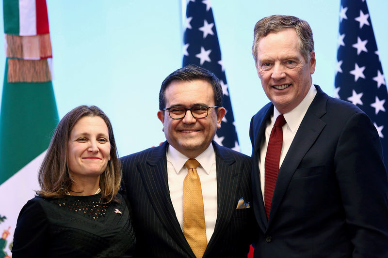 © Reuters. FILE PHOTO: Canadian Foreign Minister Freeland, Mexican Economy Minister Guajardo and U.S. Trade Representative Lighthizer at NAFTA talks in Mexico City