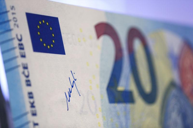 © Reuters. Tria: portare deficit 2019 a 0,8% per evitare procedura Ue sarebbe suicidio