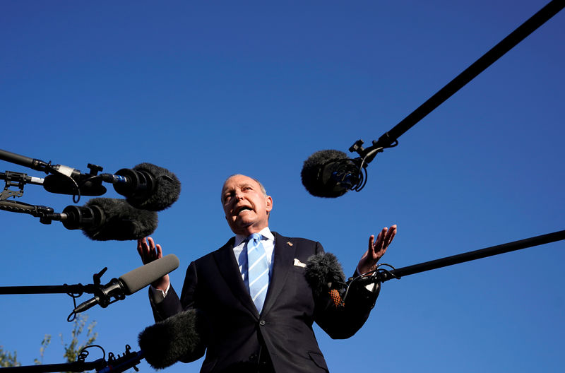 © Reuters. Kudlow speaks to reporters at the White House in Washington