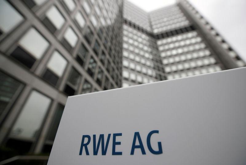 Energiekonzern RWE verdient vor Deal mit E.ON weniger