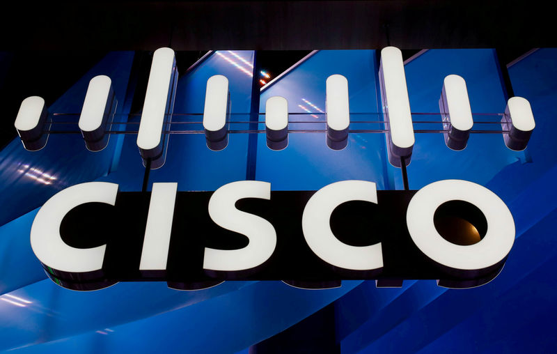 © Reuters. FILE PHOTO: A logo of Cisco is seen during the Mobile World Congress in Barcelona