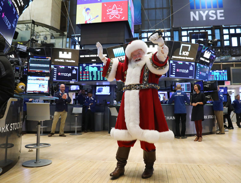 Wall Street climbs as tech, internet stocks bounce back