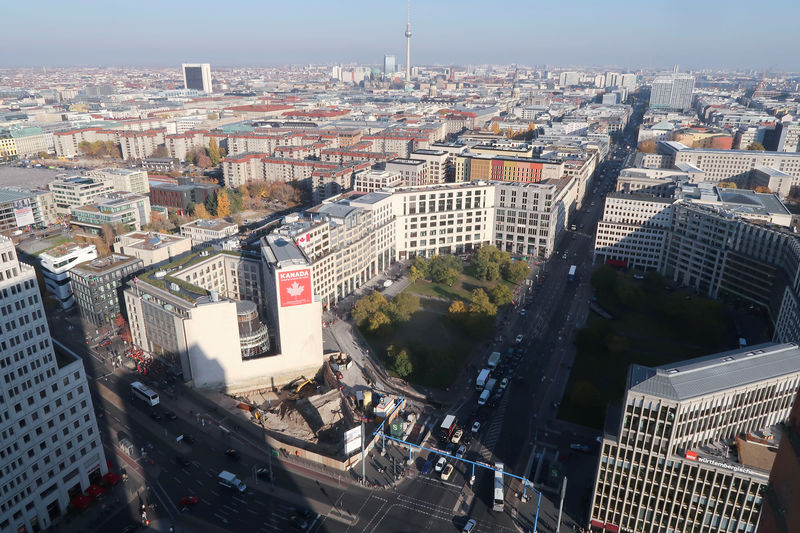 © Reuters. A general view shows the skyline of Potsdamer Platz square and the Leipziger Strasse street in Berlin