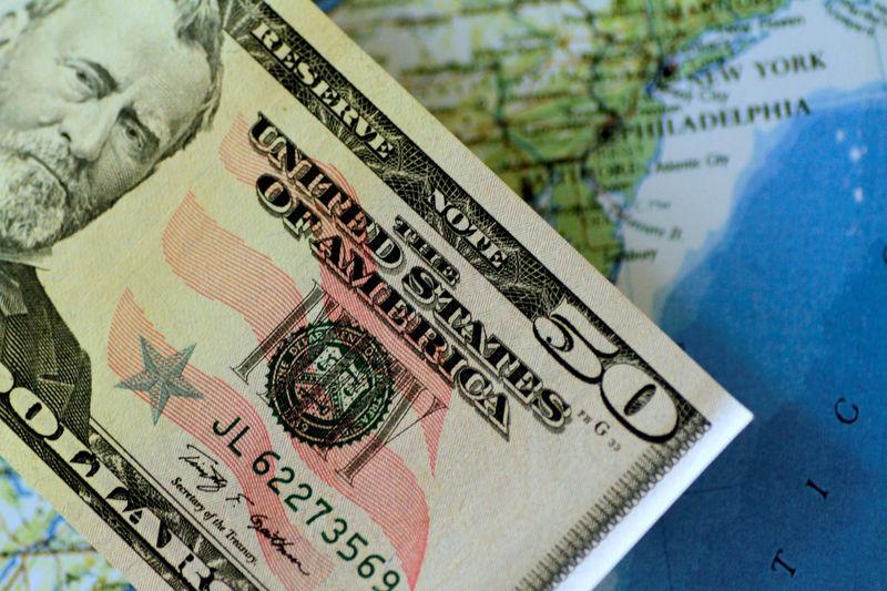 © Reuters. Долларовая банкнота