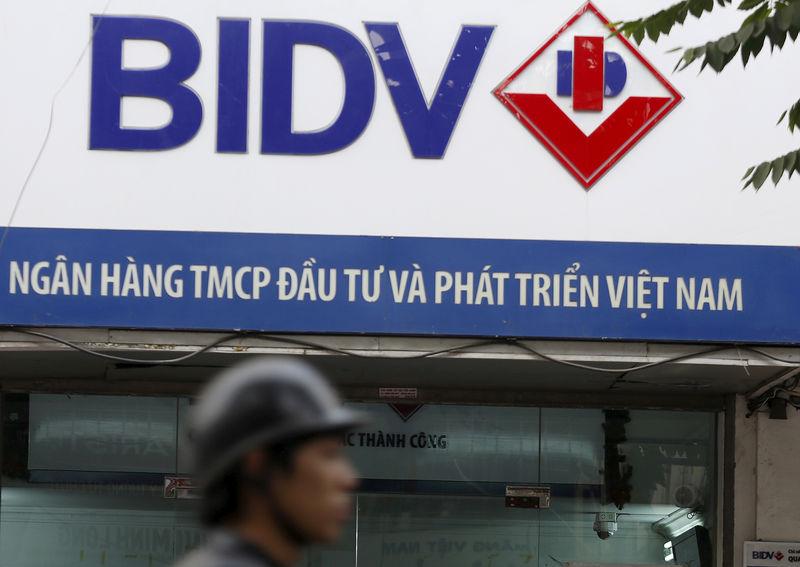 Vietnam police arrest ex-BIDV chairman amid graft crackdown