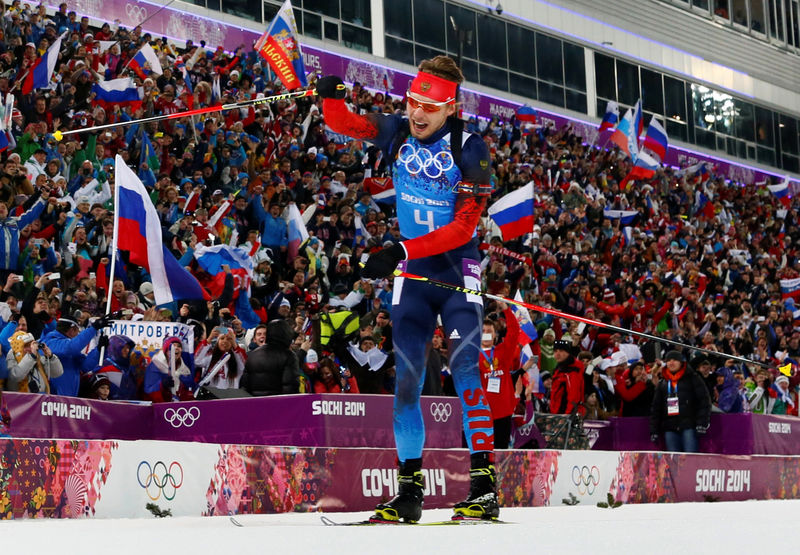 © Reuters. FILE PHOTO: Austria's Landertinger celebrates as crosses finish line in men's biathlon 4 x 7.5 km relay at Sochi 2014 Winter Olympic Games