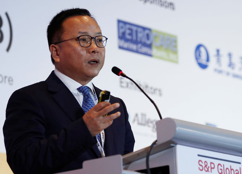 © Reuters. FILE PHOTO:  Unipec's President Chen Bo speaks at the 34th Asia Pacific Petroleum Conference (APPEC) in Singapore