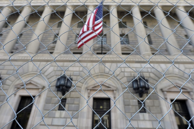 © Reuters. FILE PHOTO: A fence surrounds the US Department of Commerce in Washington
