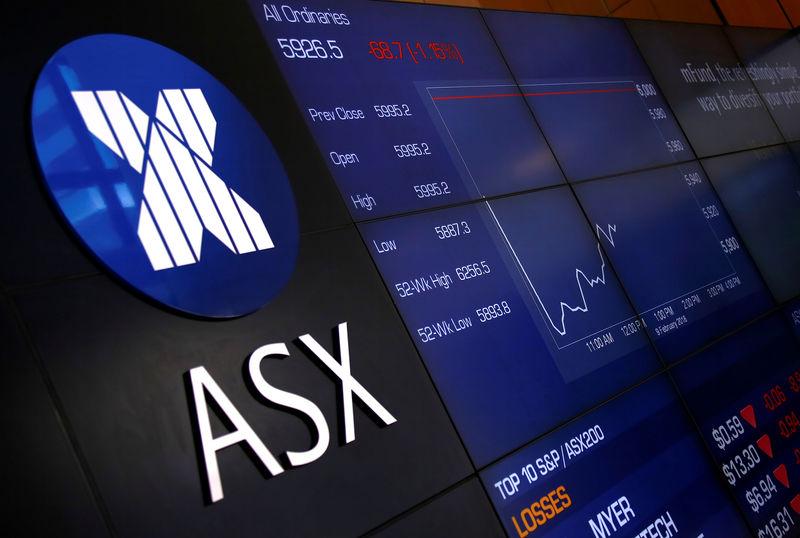a74e0b41ae Un tabellone delle quotazioni all'Australian Securities Exchange, la borsa  di