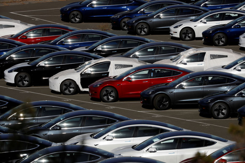 © Reuters. FILE PHOTO: Rows of new Tesla Model 3 electric vehicles are seen in Richmond, California.