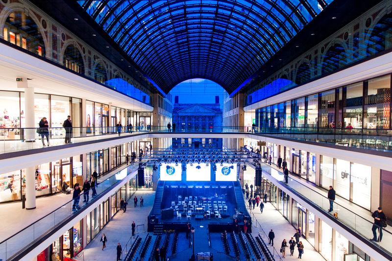 © Reuters. FOTO DE ARCHIVO: Una vista general muestra el patio de un centro comercial en Berlín