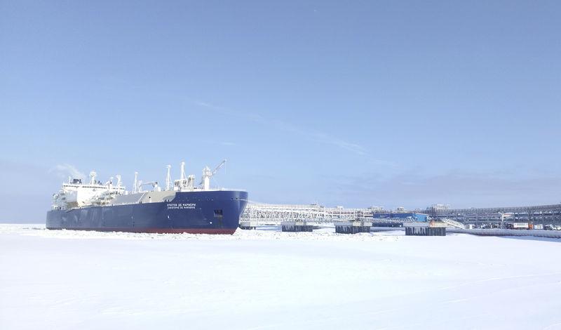 © Reuters. СПГ-танкер ледового класса Christophe de Margerie в порту Сабетта