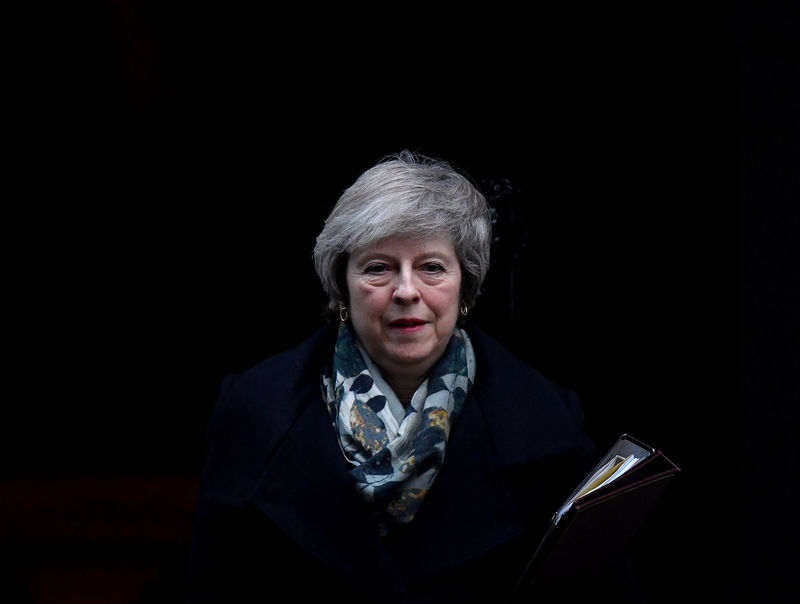 © Reuters. FILE PHOTO: Britain's Prime Minister Theresa May leaves 10 Downing Steet in London
