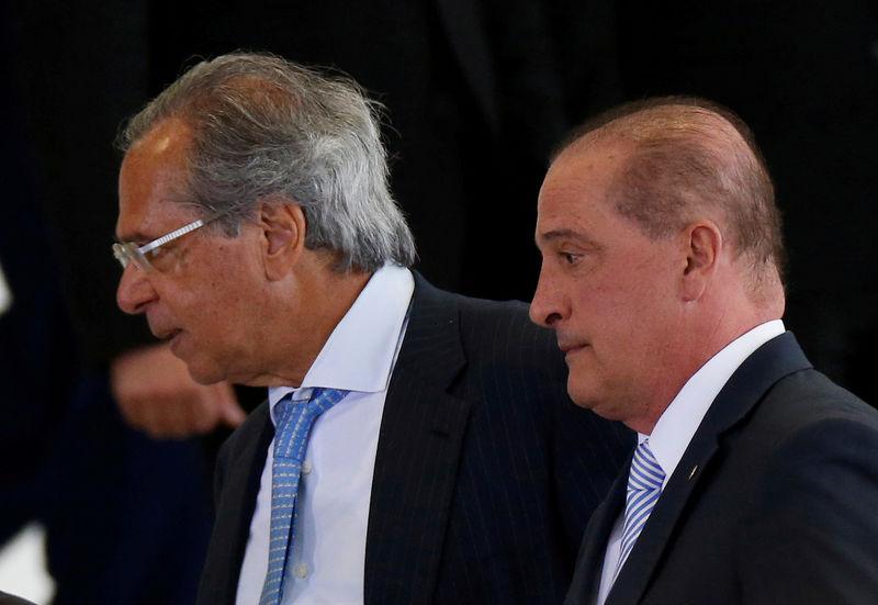 © Reuters. Divisiones y confusión en el estreno del nuevo Gobierno brasileño