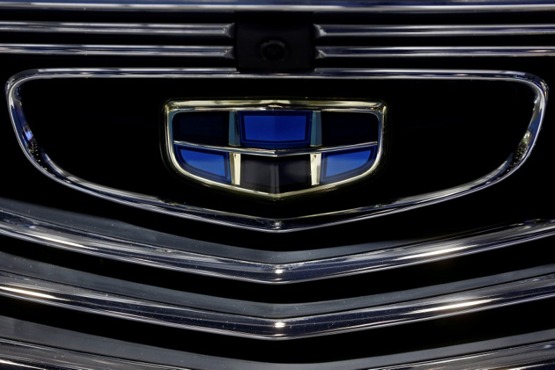 © Reuters. FILE PHOTO: Geely automobile maker logo at the IEEV New Energy Vehicles Exhibition in Beijing