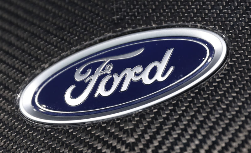 © Reuters. The Ford logo is seen on a vehicle at the New York Auto Show in New York
