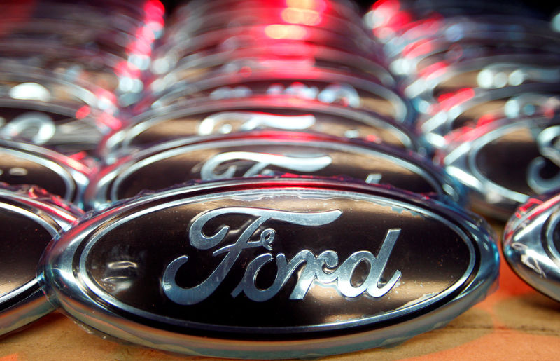 © Reuters. Ford logos are seen at the assembly line of the Ford car factory of Saarlouis