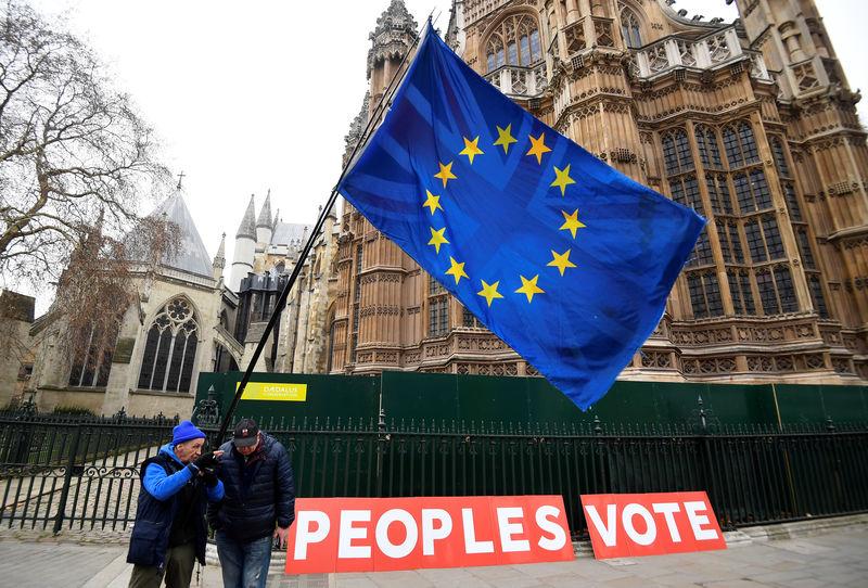 © Reuters. Manifestantes anti-Brexit em frente ao Parlamento britânico, em Londres