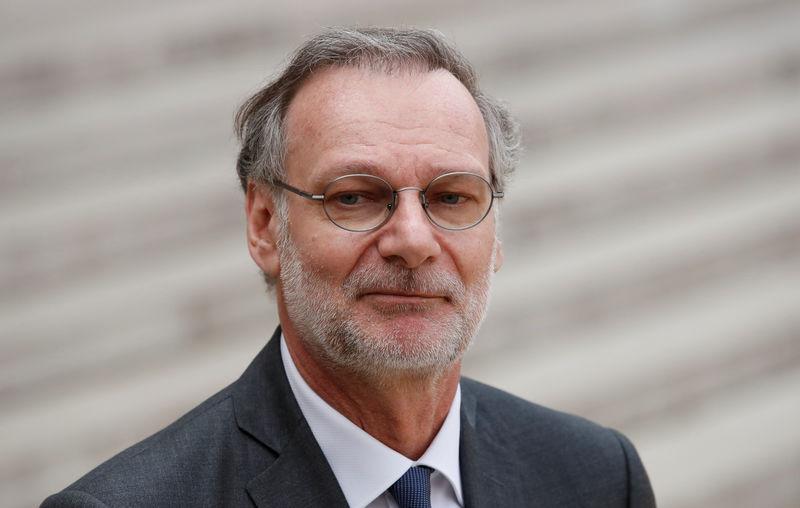 © Reuters. Accenture CEO Pierre Nanterme leaves after the
