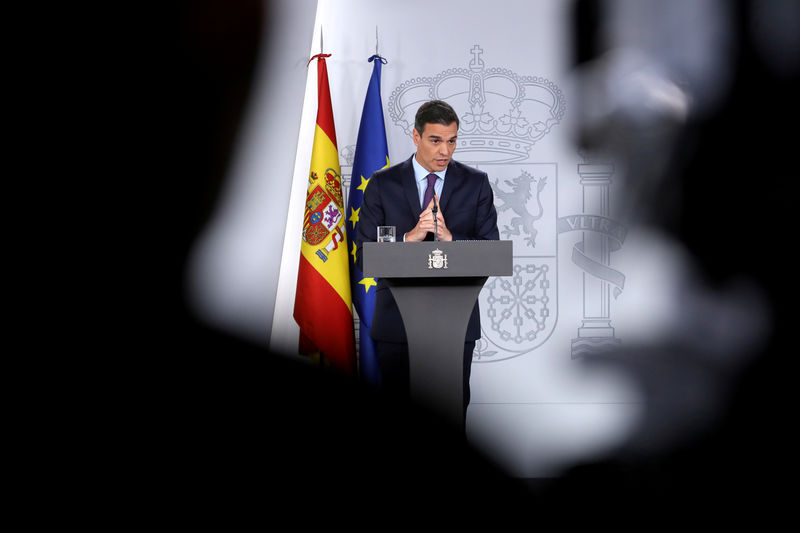 © Reuters. FILE PHOTO: Spain's PM Sanchez holds a year-end news conference after the weekly cabinet meeting at Moncloa Palace in Madrid