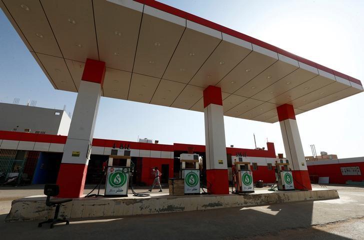 © Reuters. السعودية تخفض سعر البنزين أوكتين 95 وتترك أوكتين 91 بدون تغيير