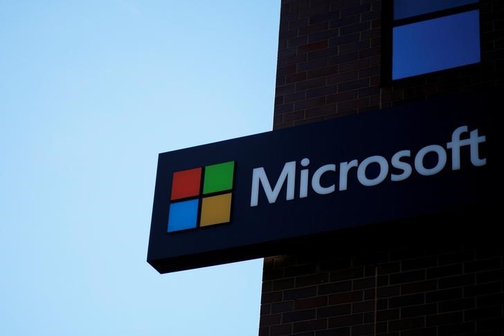© Reuters. FILE PHOTO: A Microsoft sign at the Microsoft office in Cambridge