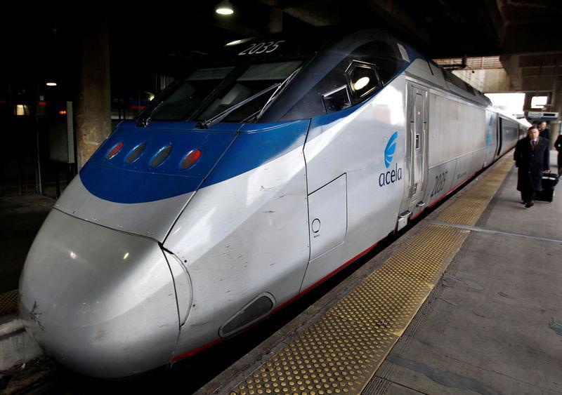 © Reuters. FILE PHOTO: Amtrak's high speed Acela at Washington's Union Station