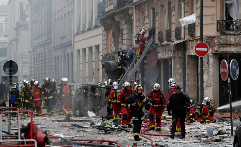 © Reuters. Firemen work at the site of an explosion in a bakery shop in the 9th District in Paris