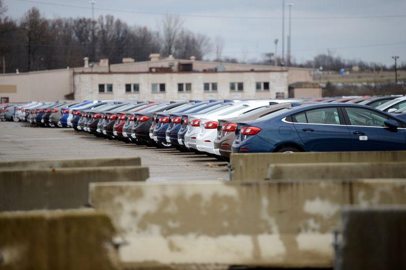 © Reuters. Vehículos de General Motors en el complejo Lordstown en Warren, Estados Unidos. Imagen de archivo