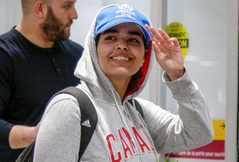 © Reuters. L'ADOLESCENTE SAOUDIENNE EN FUITE EST ARRIVÉE AU CANADA
