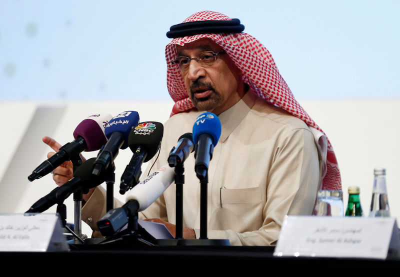 © Reuters. FILE PHOTO: Saudi Energy Minister Khalid al-Falih speaks during a news conference in Riyadh, Saudi Arabia