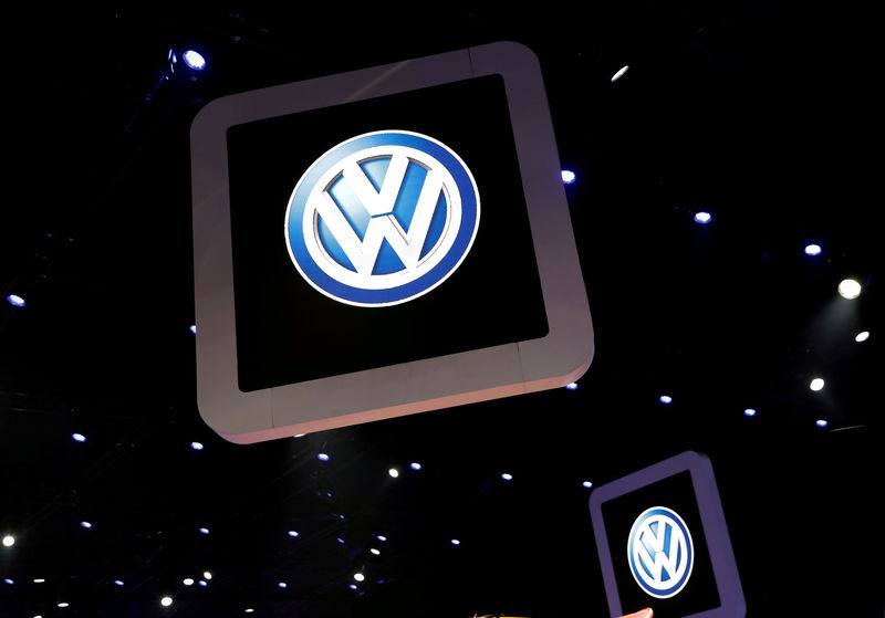 © Reuters. FILE PHOTO: Volkswagen logos are pictured during the media day of the Salao do Automovel International Auto Show in Sao Paulo