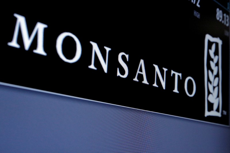 © Reuters. FILE PHOTO: Monsanto is displayed on a screen where the stock is traded on the floor of the NYSE