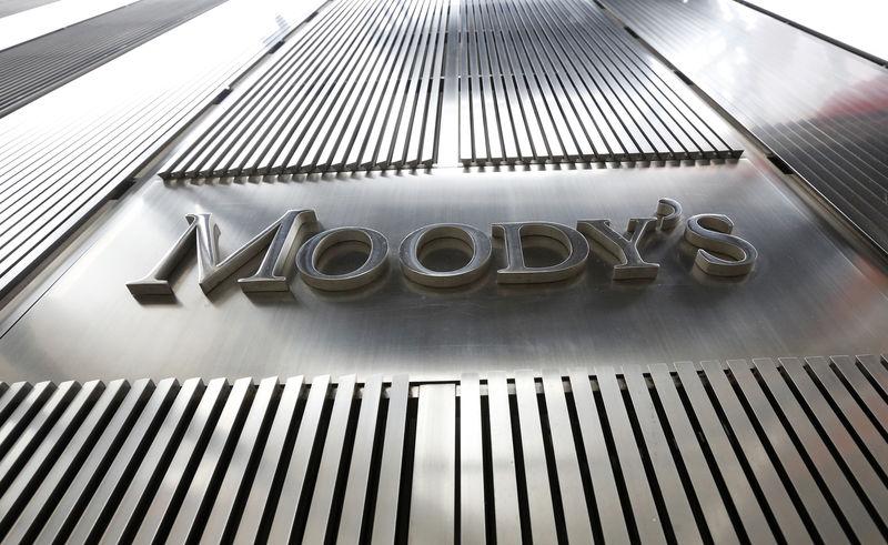 © Reuters. Логотип Moody's на здании штаб-квартиры рейтингового агентства в Нью-Йорке