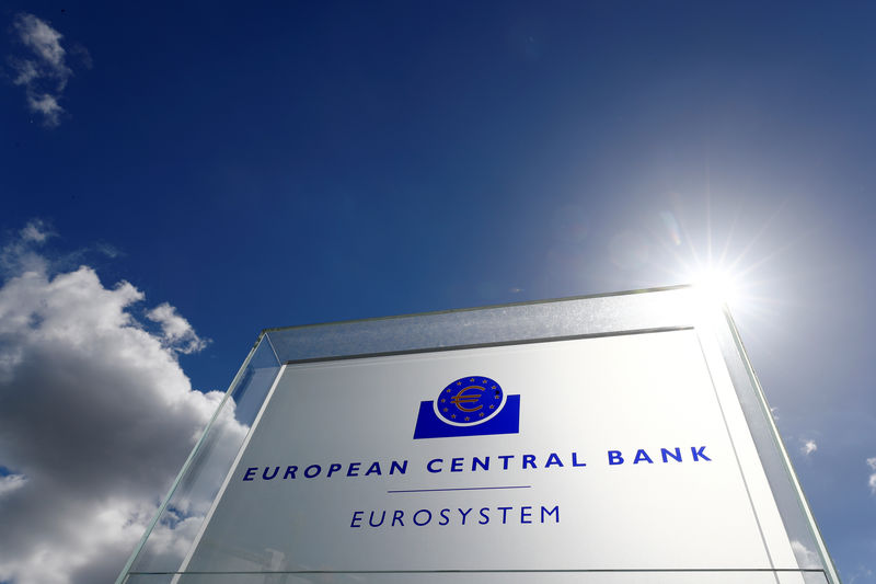 © Reuters. LA BCE FAVORABLE À UNE FUSION ENTRE DEUTSCHE BANK ET UNE AUTRE BANQUE EUROPÉENNE