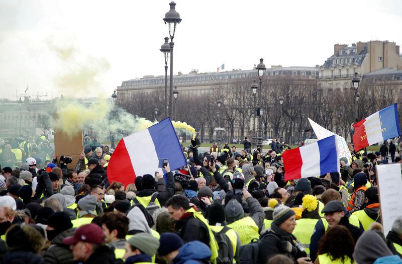 © Reuters. FRANCE: UN JOURNALISTE AGRESSÉ PAR UN