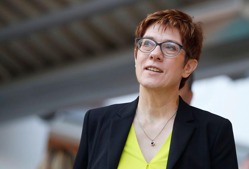 © Reuters. LA PRÉSIDENTE DE LA CDU INQUIÈTE DE LA SITUATION EN FRANCE