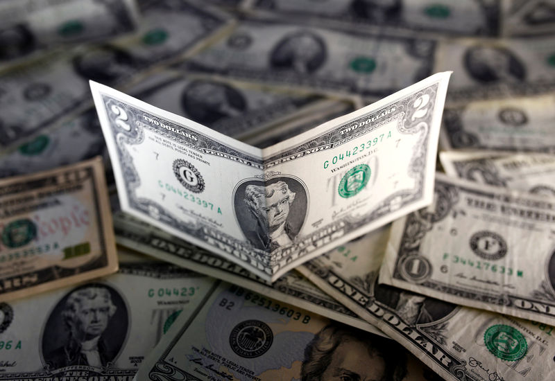 © Reuters. U.S. dollar notes are seen in this picture illustration