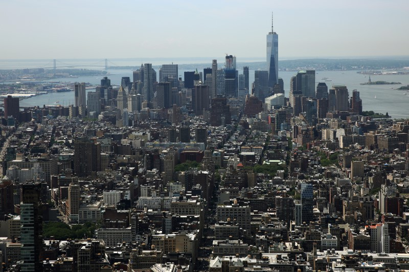 © Reuters. FILE PHOTO - Lower Manhattan including the financial district is pictured from the Manhattan borough of New York