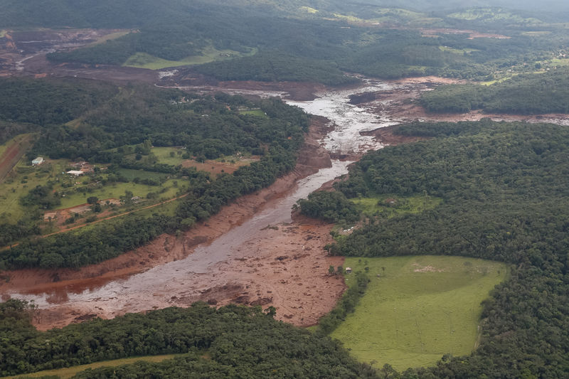 Brazil halts work at Vale mine with hundreds missing after dam burst