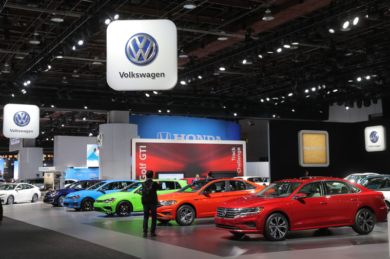 Renault-Nissan group sold most cars last year, but VW's No.1 including trucks