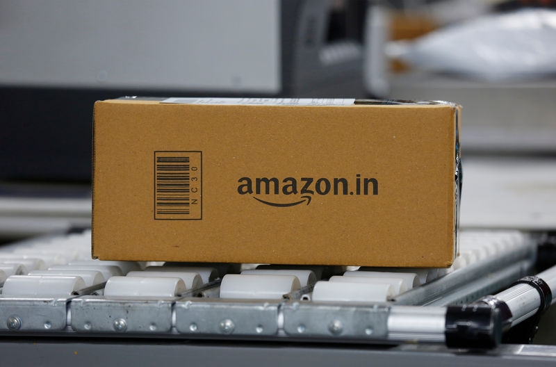 © Reuters. FILE PHOTO: A shipment moves on a conveyor belt at an Amazon Fulfillment Center (BLR7) on the outskirts of Bengaluru