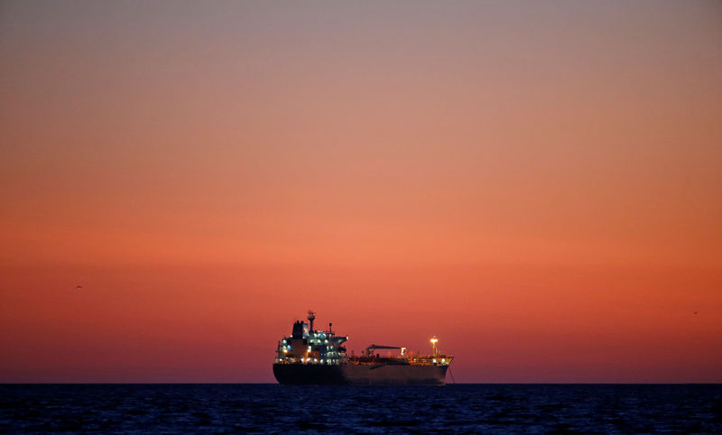 © Reuters. FILE PHOTO - Oil tanker is seen at sunset anchored off the Fos-Lavera oil hub near Marseille