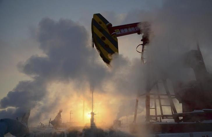 © Reuters. Станок-качалка на нефтяном месторождении компании PetroChina