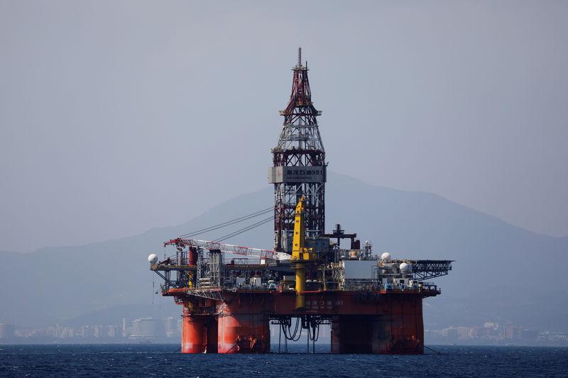 © Reuters. Нефтяная платформа китайской China National Offshore Oil Corporation (CNOOC) в провинции Хайнань