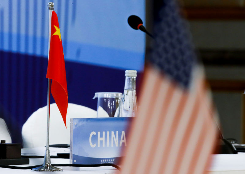 © Reuters. The Chinese and U.S. national flags are seen before the start of a P5 NPT conference in Beijing